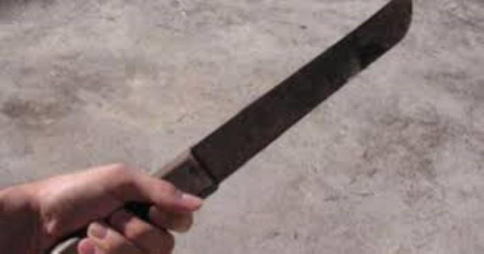 À Belvédère, dans l'Est, il agresse sa compagne au sabre