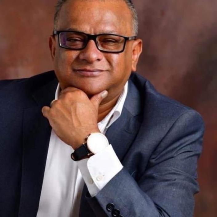 L'ancien directeur de la DBM, Lobin Unmole meurt carbonisé dans sa voiture