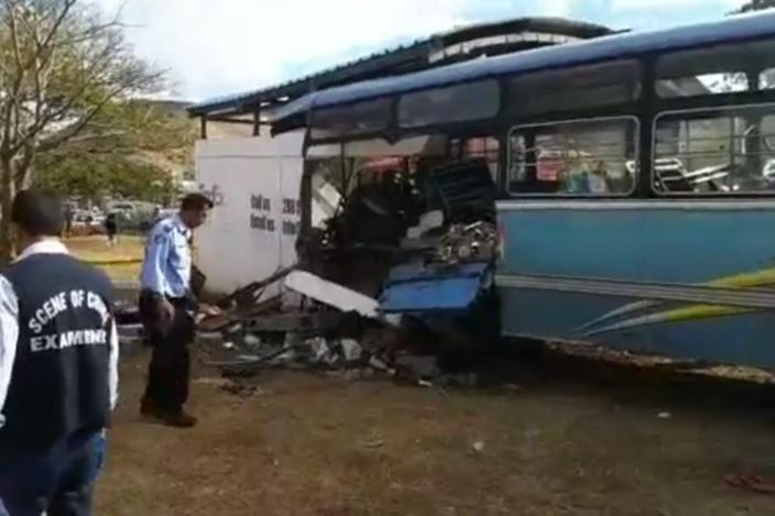Accident à Pailles : deux morts et une vingtaine de blessés