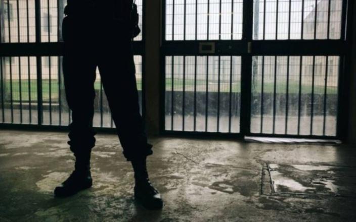 Un trafiquant de drogue, qui purge 25 ans de prison, réclame la visite d'un nutritionniste en détention