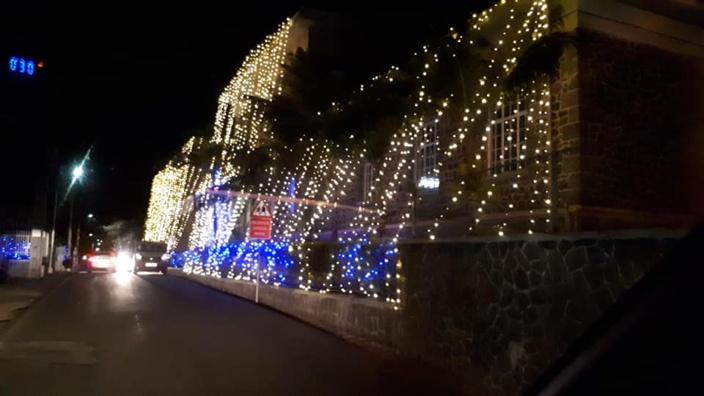 Le Collège du Saint Esprit  illuminé à l'occasion de Deepavali