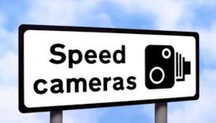 Deux Speed Cameras sur l'autoroute M1 à Montebello et à Camp-Chapelon