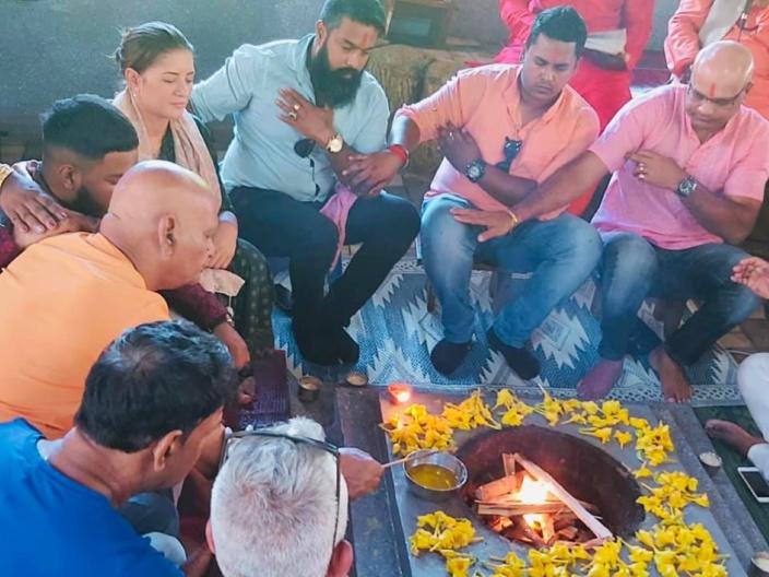 Montagne Longue : la députée Joanne Tour en harmonie avec les membres de la Hindu Shakti Sena