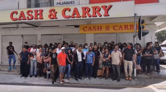 Les employés de Cash & Carry toujours dans l'incertitude