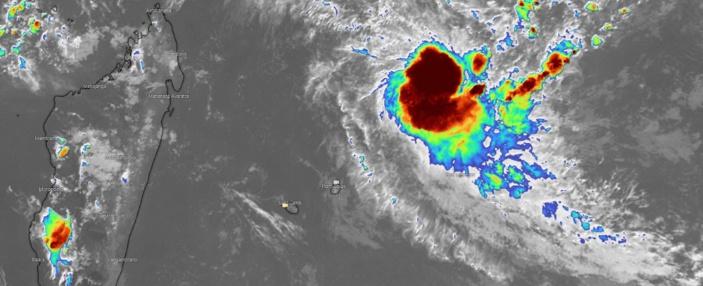 La future tempête tropicale modérée Chalane est à environ 830 km au Nord-Est de Maurice