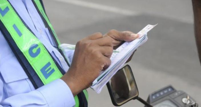 Terre Rouge : Il roulait avec un faux permis de conduire