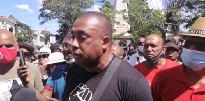 Ouverture d'une enquête policière sur le rassemblement devant la New Court House