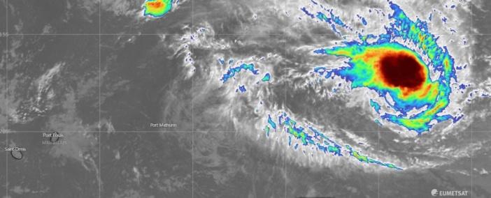 La forte tempête tropicale Danilo se trouve à environ 2050 km au Nord-Est de Maurice