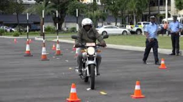Les motocyclettes électriques réglementées à partir de mars 2021