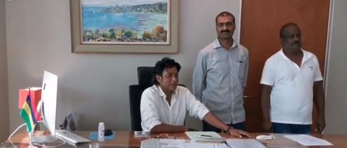 Le départ de Nando Bodha dans son bureau au Newton Tower