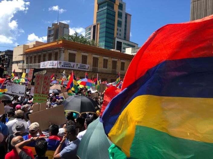 Marche historique à l'île Maurice : Une marée humaine dans les rues de la capitale
