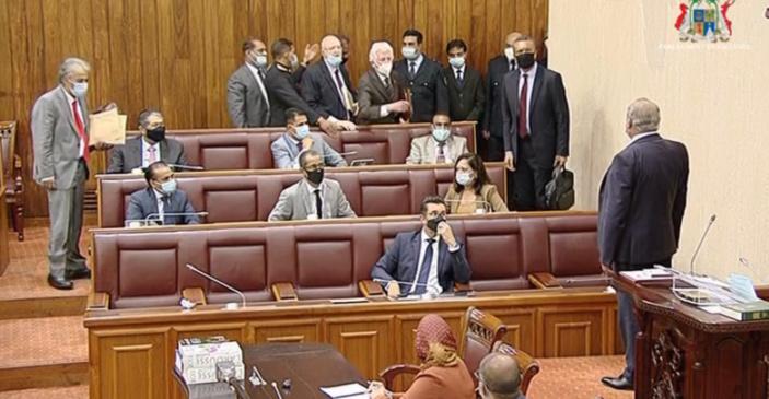 Parlement… expulsions en série par un Speaker incontrôlable et pathétique