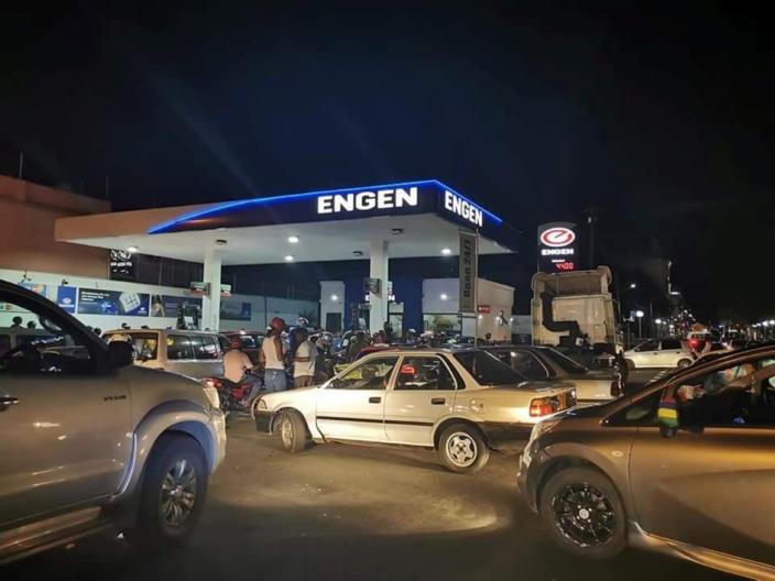 Le prix de l'essence est passé à Rs 48,40 le litre cette nuit