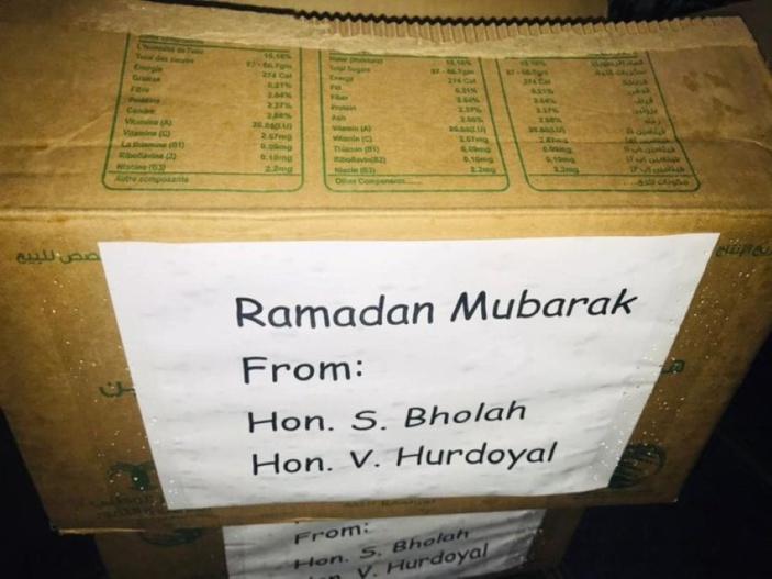 Ramadan : les ministres Bholah et Hurdoyal font de la récupération politique avec des dattes offertes par l'Arabie