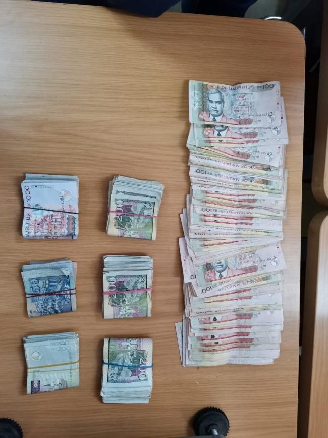 Beau Vallon : saisie de Rs 1,3 millions d'héroïne et plus de Rs 143 000 en cash