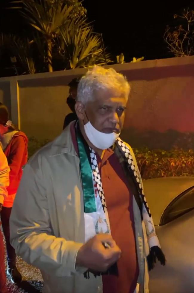 """[Vidéo] Me Rama Valayden arrêté pour rassemblement """"illégal"""""""