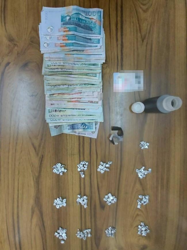 Saisie de 166 doses de drogue synthétique à Baie-du-Tombeau chez une présumée dealeuse