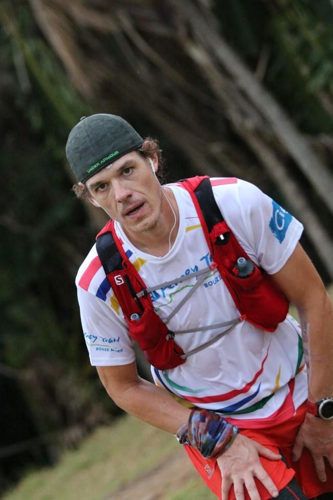 « Run around the island  » : 207,5 kilomètres en courant non-stop avec Pierre-Yves Maria