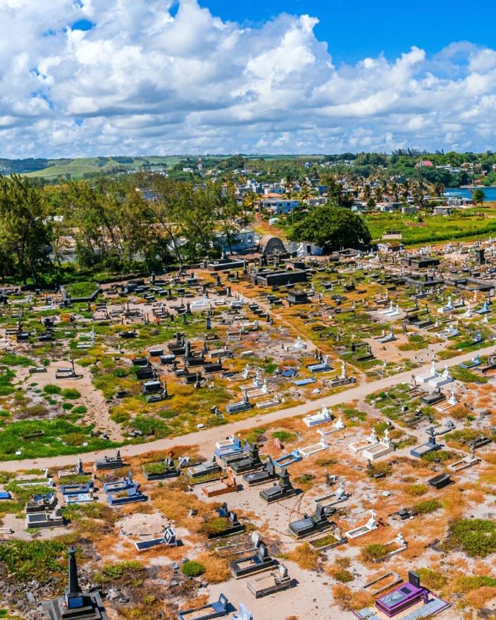 En images, le cimetière marin de Souillac