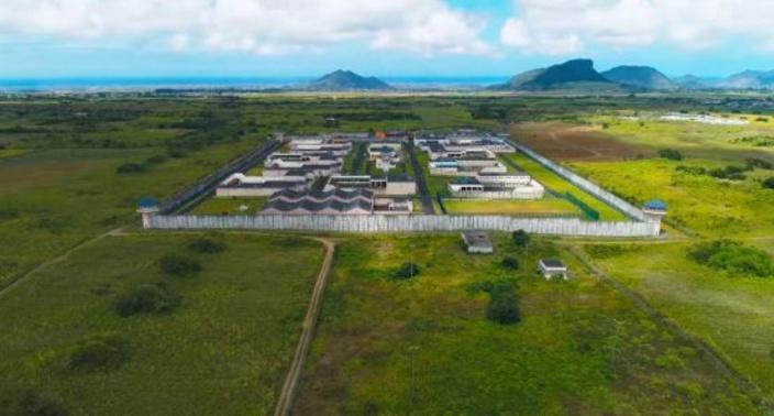 A la prison de haute sécurité de Melrose : des visites avec un tube de dentifrice de drogue