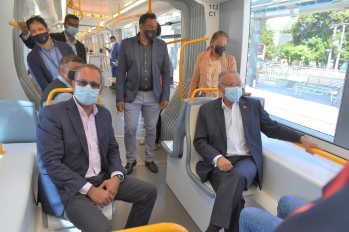 Le vice-président de la République, Eddy Boissezon voit du pays avec le Metro express