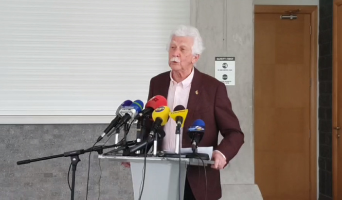 Pour Bérenger, « le Speaker est un grossier personnage »
