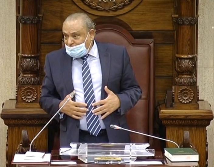 Le Speaker de l'assemblée pète une durite et fait une crise de délirium en pleine séance