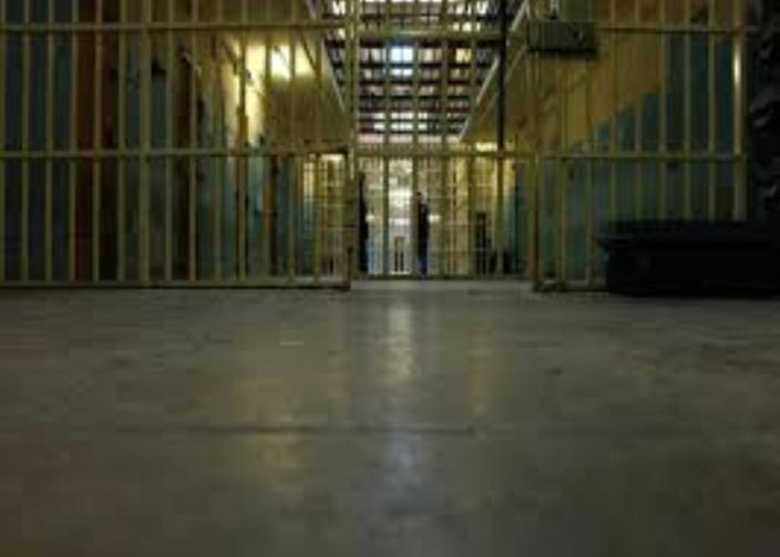 Un suspect tente de se suicider en cellule policière à Stanley