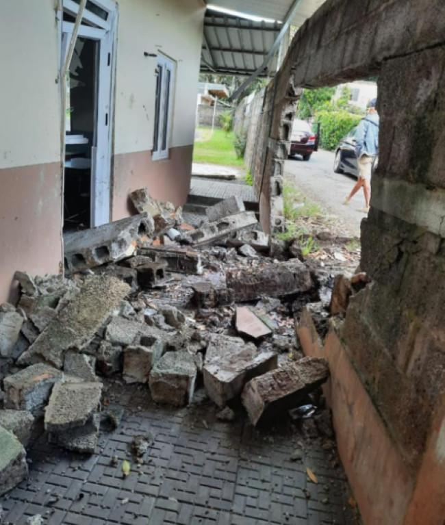 Montagne Longue : Un policier percute le mur du collège Soondur Munrakhun et refuse le contrôle d'alcoolémie