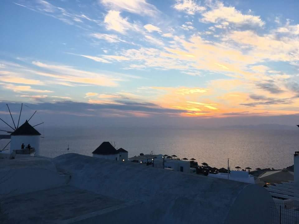Majestueux coucher de soleil à Oia