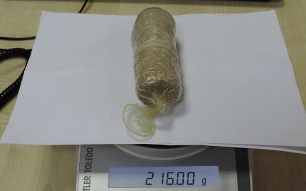 Plaisance : Une ressortissante malgache arrêtée avec Rs 3,5 millions de drogue dans les parties intimes