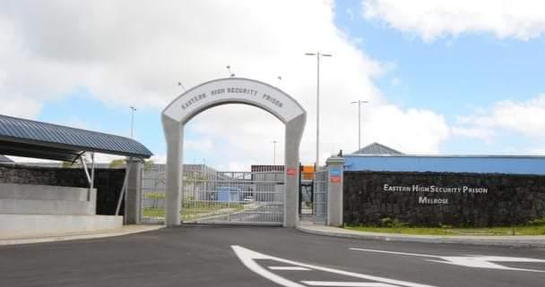 Deux prisonniers se rebellent à la prison de Melrose