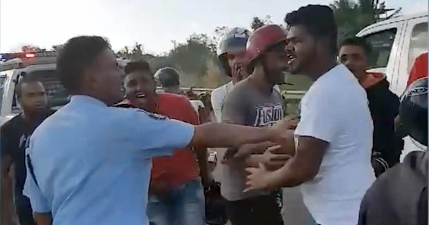 Rallye illégal :Le caporal Choollun reçoit une lettre de menaces signée «kamarad Adarsh Gokul»
