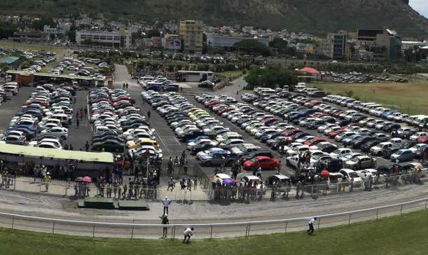 Parking au Champs de Mars en cours et déjà les voix de protestation s'élèvent