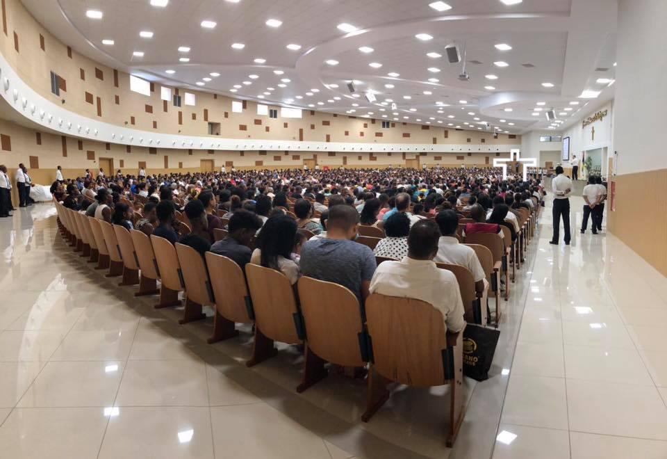 [Vidéo] L'église Universelle du Royaume de Dieu entre spectacle et la foi
