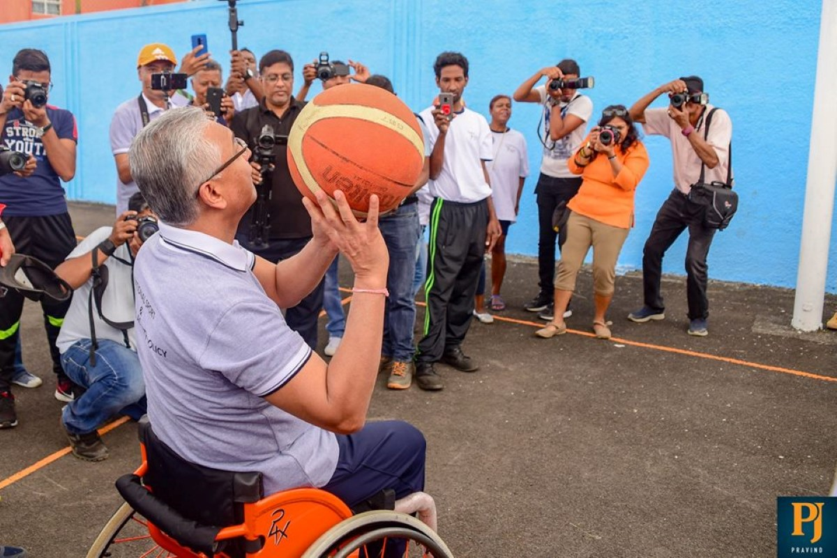 Check News : La couleur orange du fauteuil est d'origine