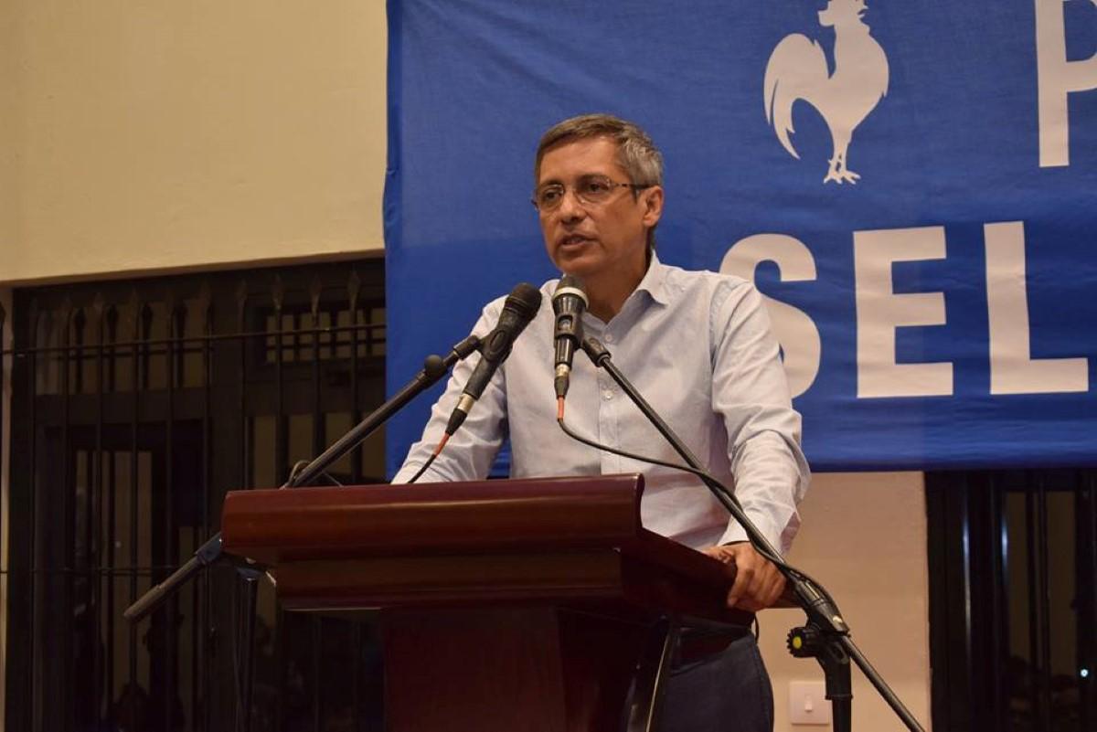 Xavier Duval : «Zot inn fer enn viol de nou konstitision»