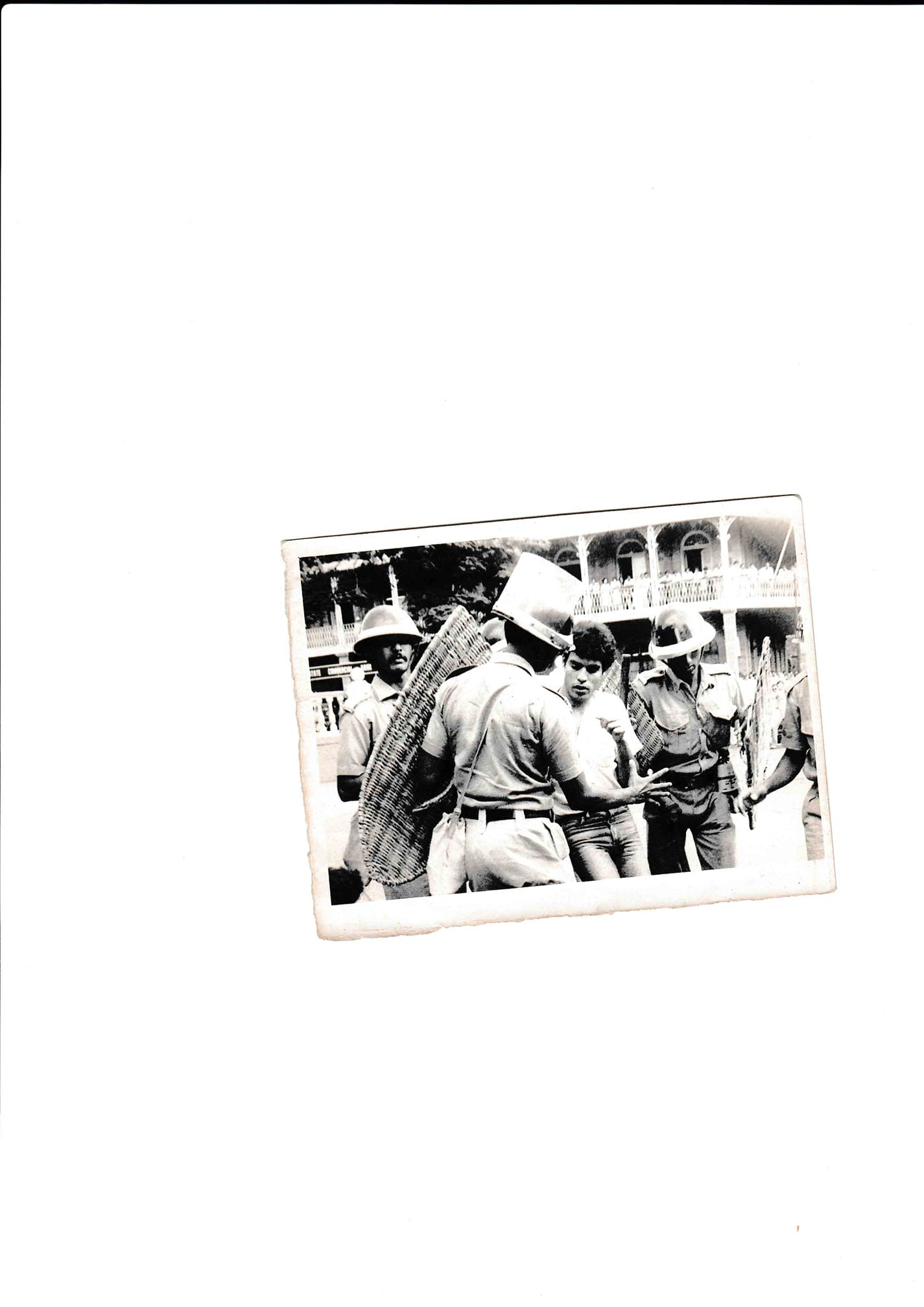 [L'image du jour] Harish Chundunsing : Courting arrest for press freedom aged 20 !