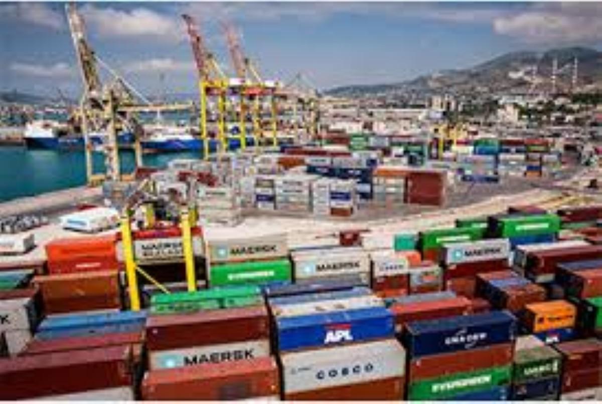 Gilets jaunes : 1 700 conteneurs réunionnais se trouvent à l'entrepôt du port à Port-Louis