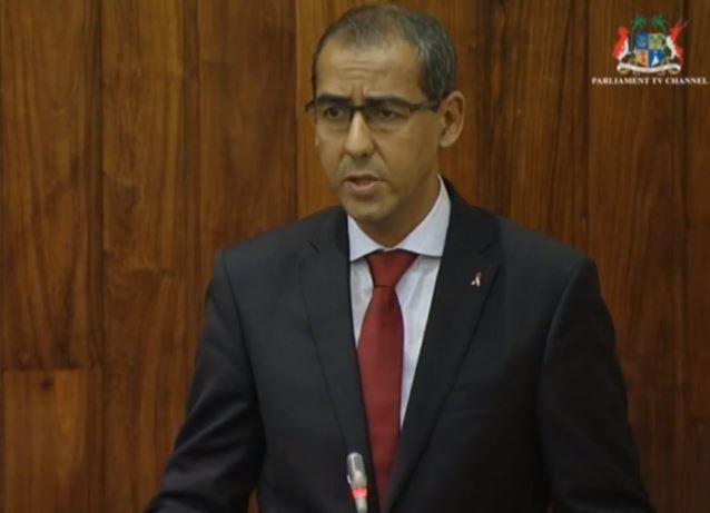 L'image du jour : Nos parlementaires avec le ruban rouge