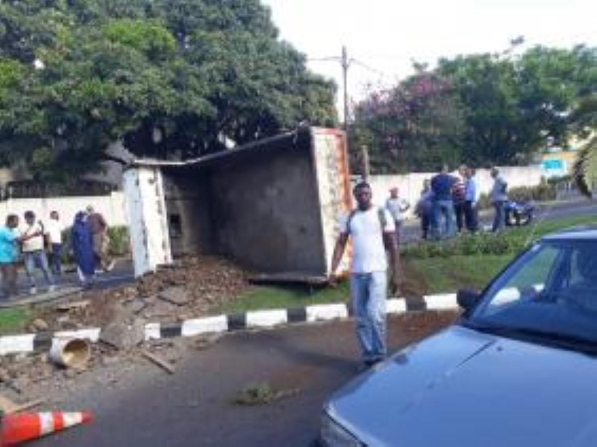 Collision entre un camion et une voiture à Roches Brunes : Quatre blessés