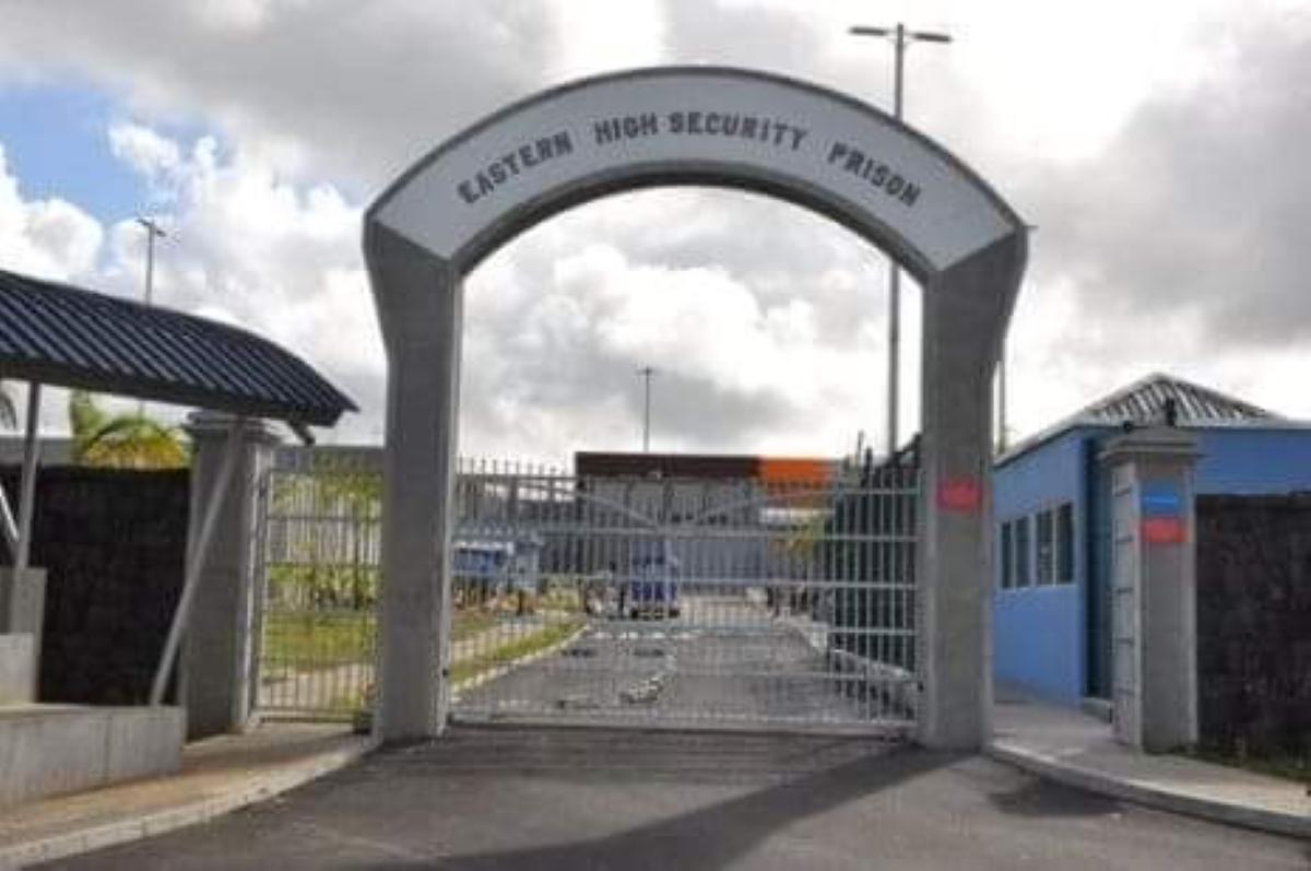 Un matelas prend feu dans une cellule à la prison de Melrose