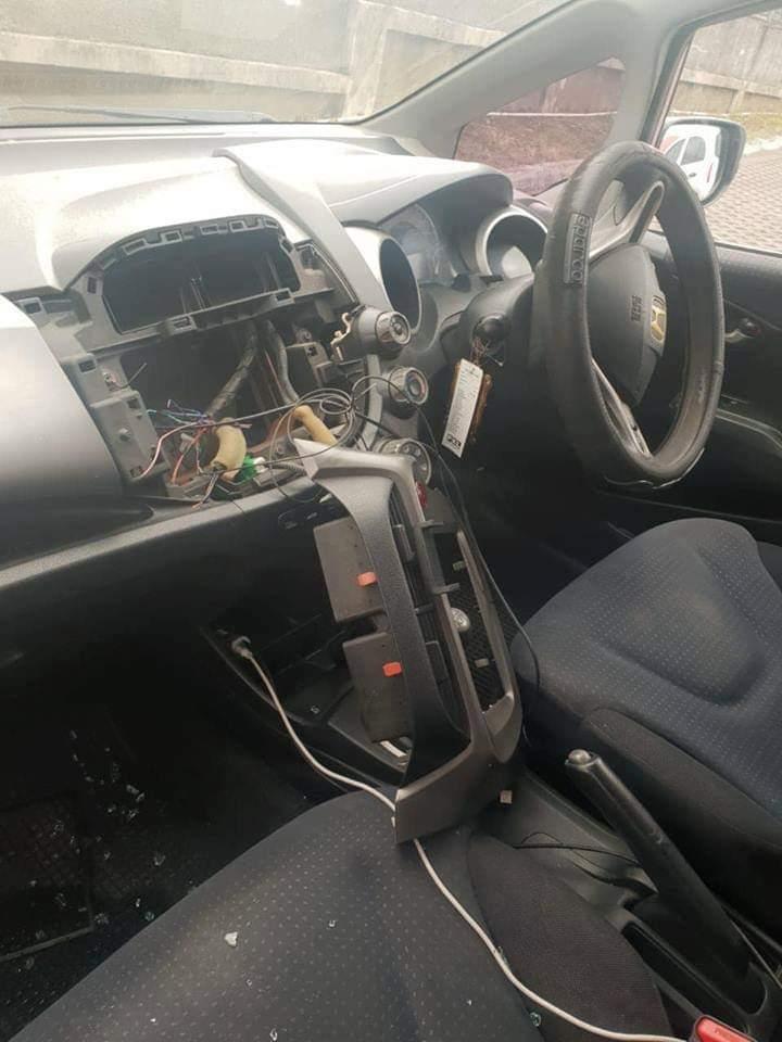 Une voiture vandalisée à l'hôpital Victoria Candos