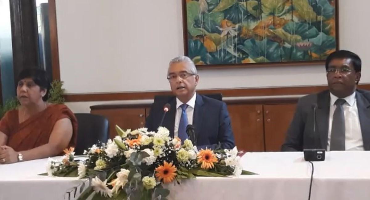 Pravind Jugnauth s'énerve contre un journaliste concernant la présence de la PPS Monty parmi la délégation en Inde.