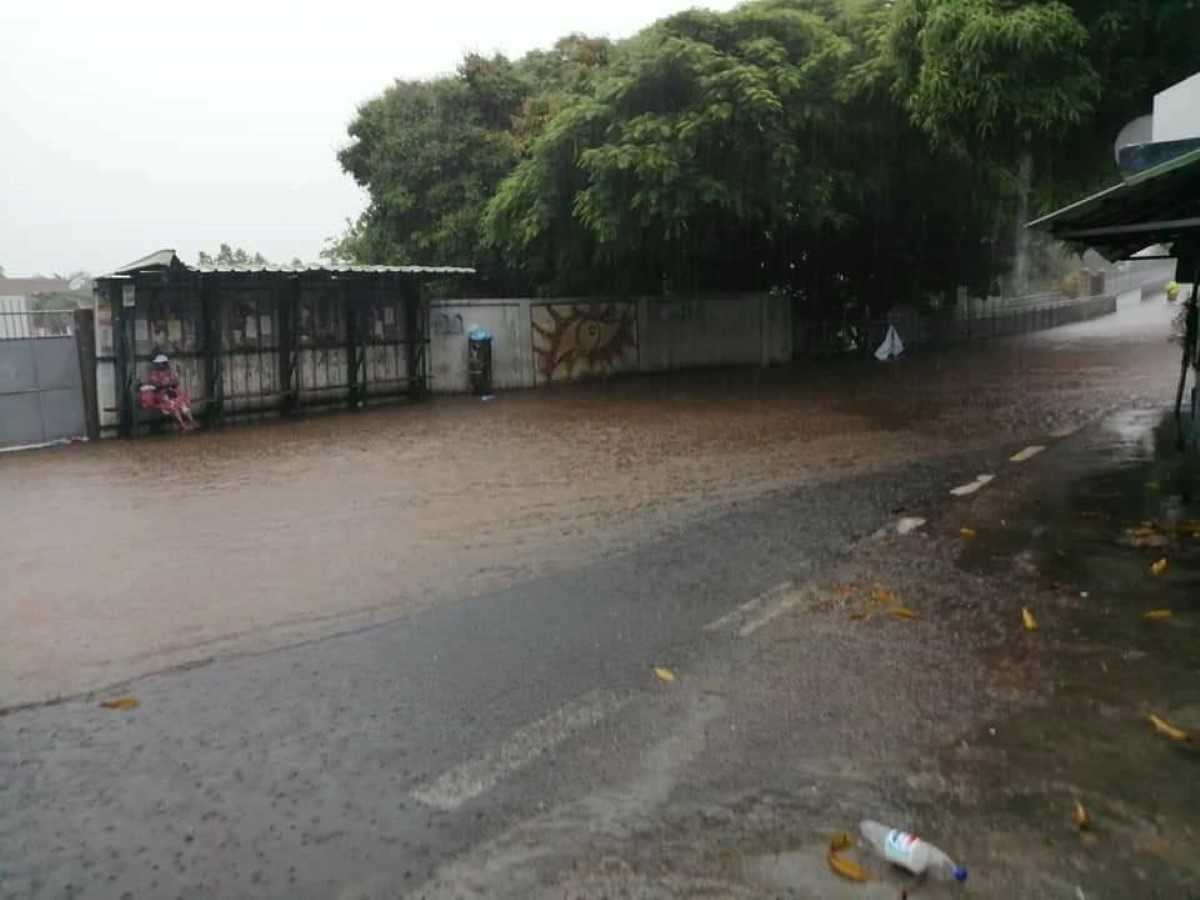 Pluies torentielles : plusieurs routes déjà impraticables à travers l'île