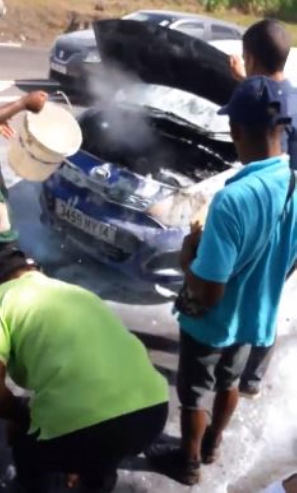 [Vidéo] La série noire continue : Une voiture prend feu à Trois-Bras