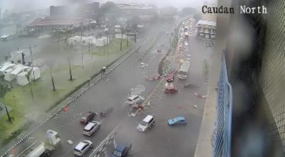[Météo] La Place d'Armes sous l'eau, les rues de la capitale impraticables...