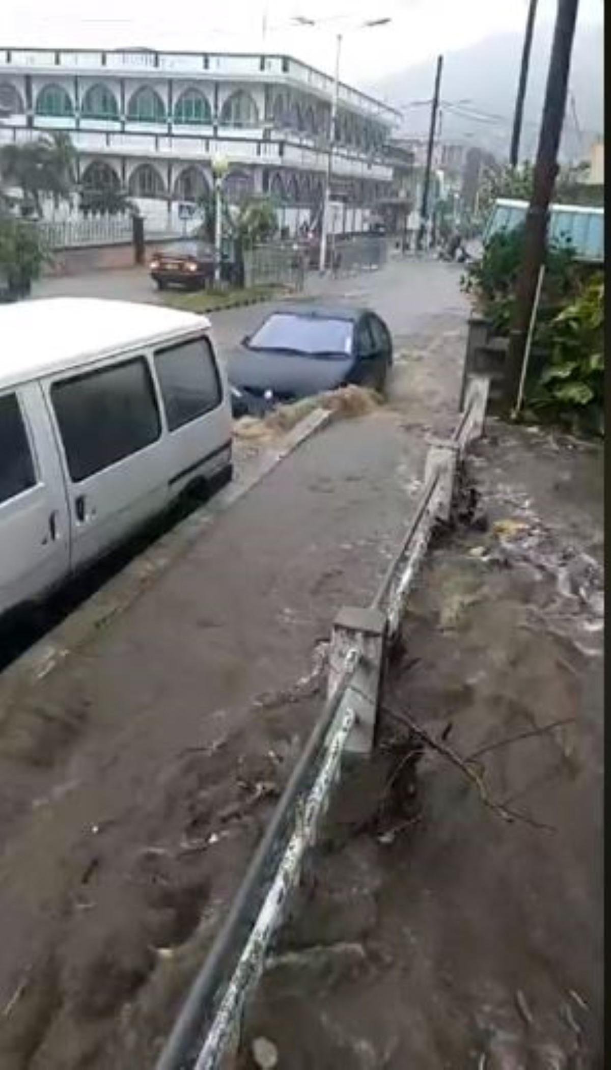 [Vidéo] Inondations à Vallée Pitot, Port-Louis