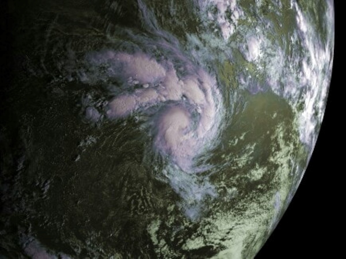 La forte tempête tropicale Haleh est à 1215 km au nord-est de Rodrigues