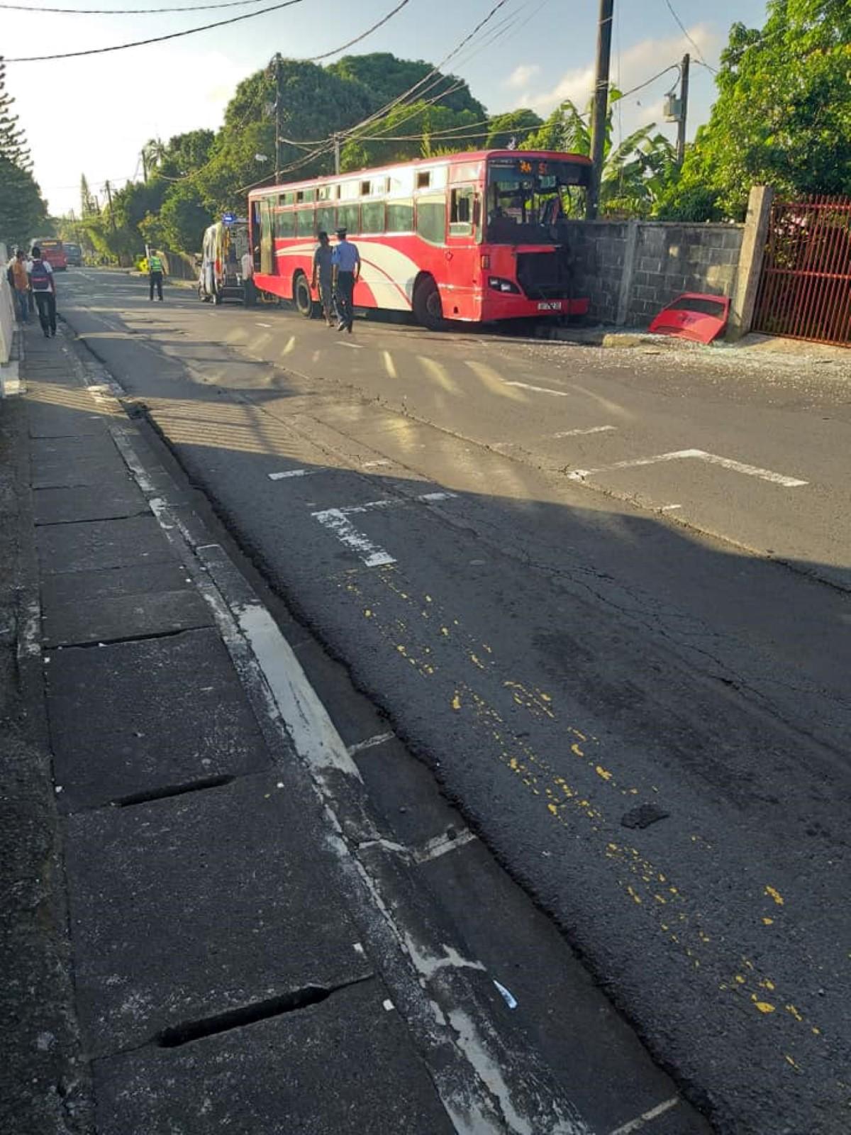 Accident à Rose-Belle : Un autobus de l'école QEC fait 4 blessés